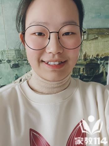 吕教员 照片